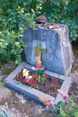 Памятный знак неизвестному бойцу Красной Армии у Волхонского шоссе Место захоронения бойца Красной Армии на территории храма Мемориальная доска