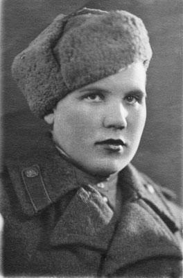 Юлия Скуратова — боец 11-й отдельной зенитной артиллерий- ской бригады 194-го зенитного полка ПВО Ленинграда в 1943 г.