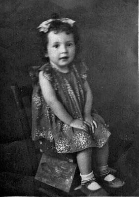 Таня Малашенко в возрасте двух  лет. 1943 г.