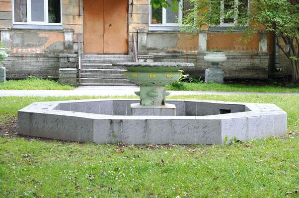 Чаша фонтана на территории детского санатория «Малютка» на Московском шоссе