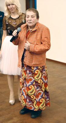 Профессор Аграрного университета Антонина Леонидовна Кокорина выступала в платье, сшитом из настоящей домотканной ткани столетней давности