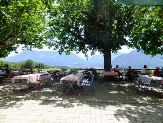 Biergarten mit Panoramablick beim Berggasthof Stroblalm