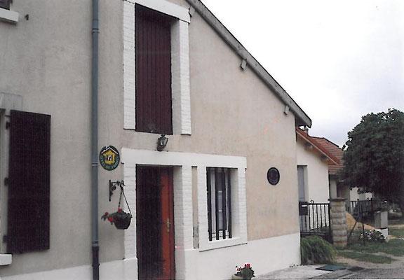 La façade du gîte l'Alambic de Montsec en Meuse