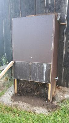 Der Kompostierer ist seit März 2016 im Einsatz und Funktioniert einwandfrei.