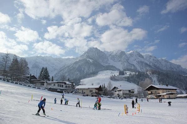 Skikurse des Skiteam SV DJK Heufeld in Durchholzen bei strahlendem Sonnenschein.
