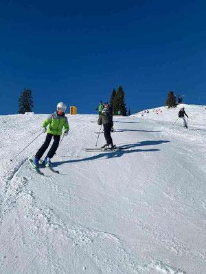 Abwechslungsreiche Übungen beim Skikurs in Bruckmühl beim SV DJK Heufeld