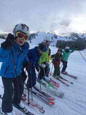 Gruppenfoto am Hang Skikurs für Kinder 2020 beim SV dJK Heufeld