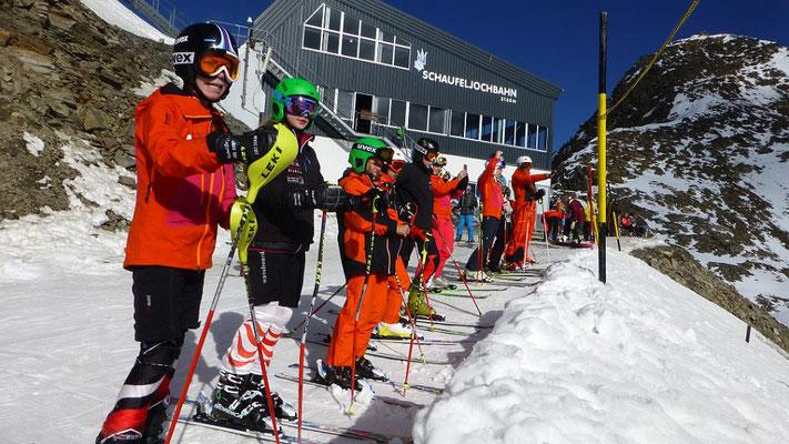 Renntraining der Rennmannschaft Skiteam SV DJK Heufeld auf dem Stubaier Gletscher