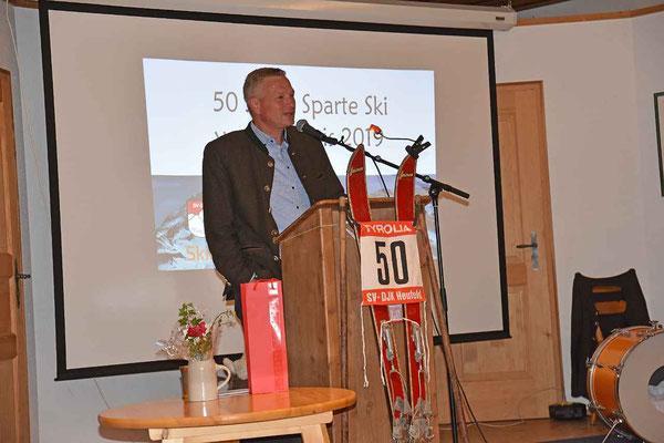 Bürgermeister Richard Richter bemerkte, dass in Heufeld den Spagat zwischen Leistungssport und Geselligkeit beonders gut gelungen ist.