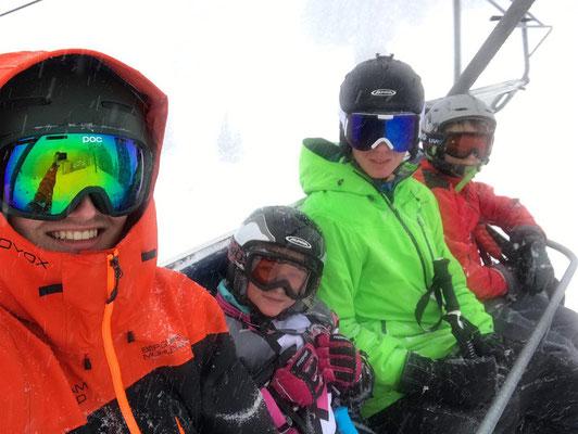 Ski-Freizeitgruppe des SV DJK Heufeld im Lift am Brauneck 2019