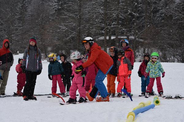 Wir kümmern uns um Kinder beim Zwergerlkurs 2018 in Sachrang.