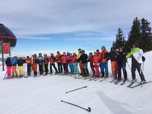 Viele Teilnehmer beim Skiausflug des Skiteam Heufeld 2018.