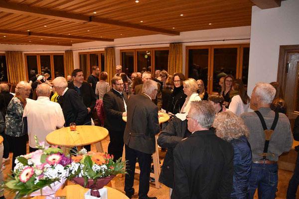 Die zahlreichen Ehrengäste und die Aktiven kamen schnell ins Gespräch.