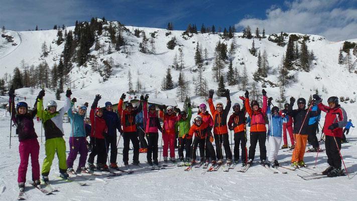 Große Gruppe beim Skiausflug des Skiteams in Schladming.