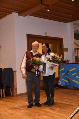 Marianne Ascher wurde für die Erfolge bei den Seniormasters und Josef Wallner für die besonderen Verdienste für die Sparte Ski geehrt.