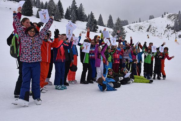 Skikurse Skiteam SV DJK Heufeld. Alle Kinder lachen.