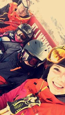Skiteam SV DJK Heufeld Freizeitgruppe beim Liftfahren.