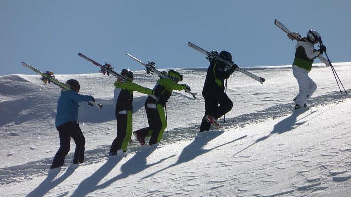 Skiausflug Skiteam Heufeld ins Küthai. Aufstieg zur Freeride Area.