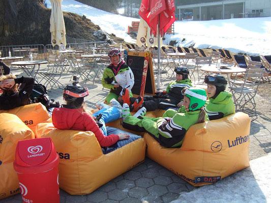 Der Skiausflug des SV DJK Heufeld aus Bruckmühl ist immer lustig.