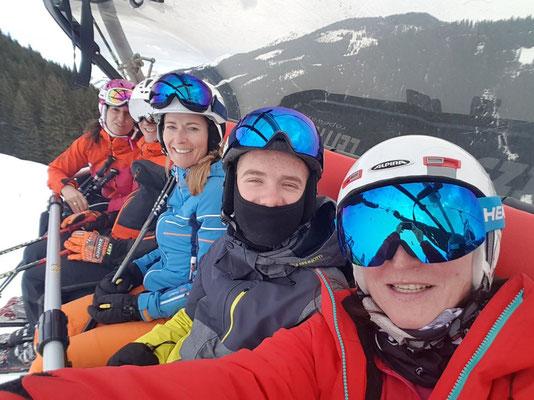 Skifahrer des SV DJK Heufeld im Lift