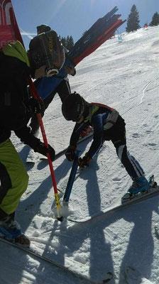 Renntraining Skiteam Heufeld. Alle Aktiven helfen mit.