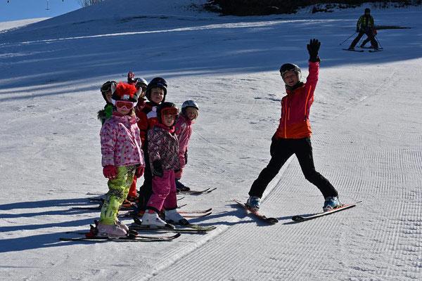 Kinder ab 4 Jahre beim Zwergerlkurs des Skiteam SV DJK Heufeld