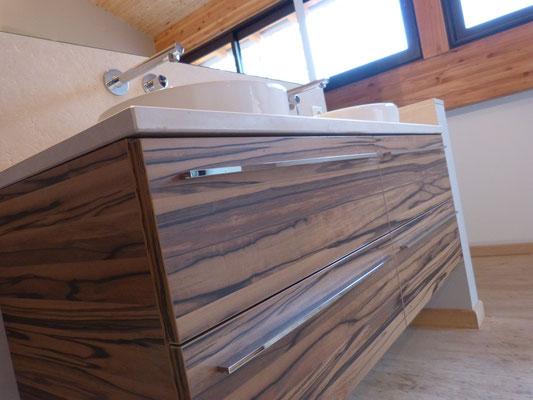 meuble salle de bain en stratifié egger avec plan vasque en pierre sur mesure et vasque posé duravit tiroir blum