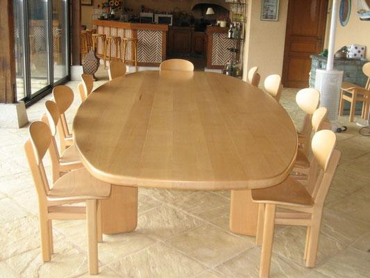 TABLE EN HETRE ET CHAISES