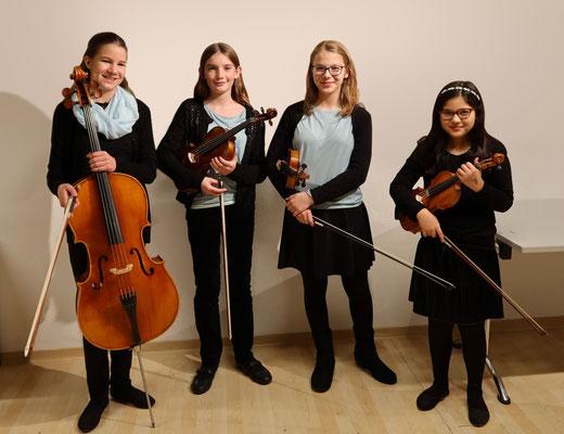 Selma Mitreuter mit ihrem Streicher-Ensemble