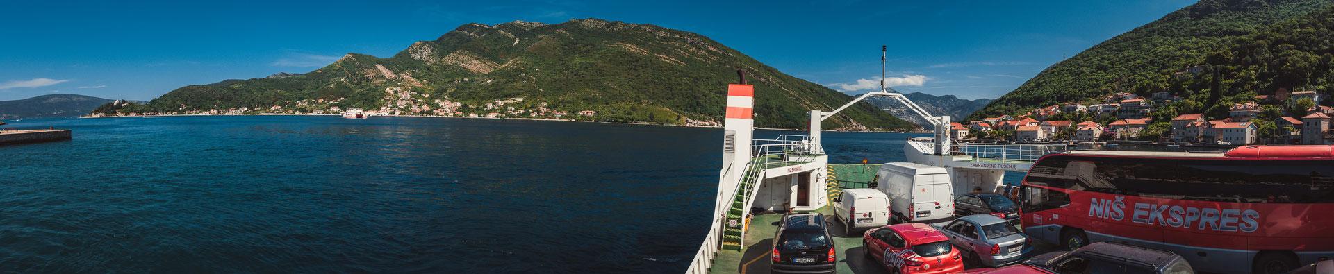Aussicht von der Autofähre aus auf die Kotorer Bucht