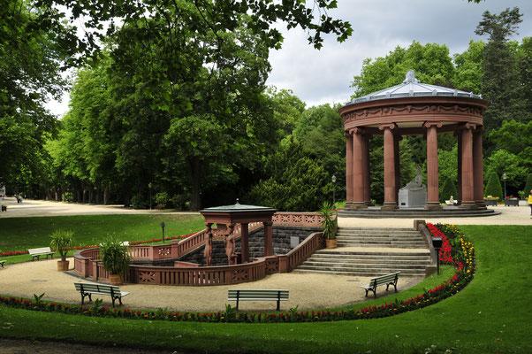 Elisabethenbrunnen von der Seite