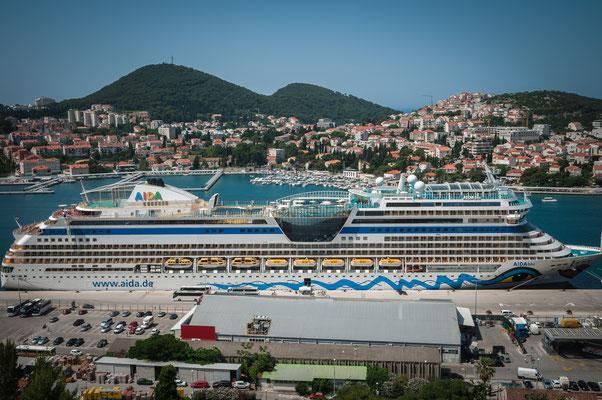 TUI Schiff im Hafen von Dubrovnik