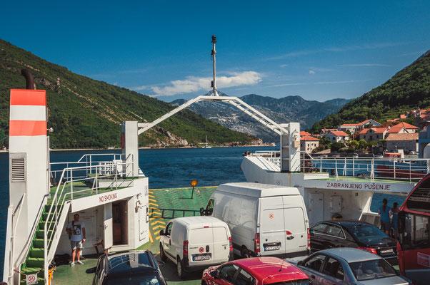 Fähre über die Bucht von Kotor
