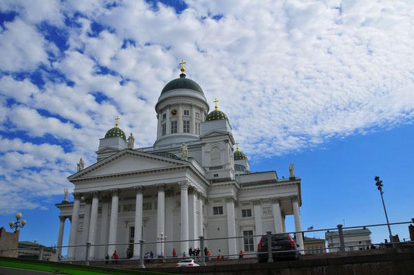 Lutherische Kathedrale am Hauptplatz in Helsinki