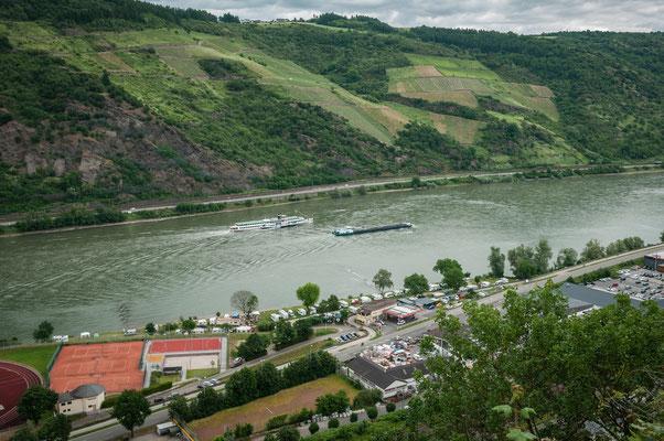 Schöne Aussicht auf den Rhein und die Stadt Oberwesel