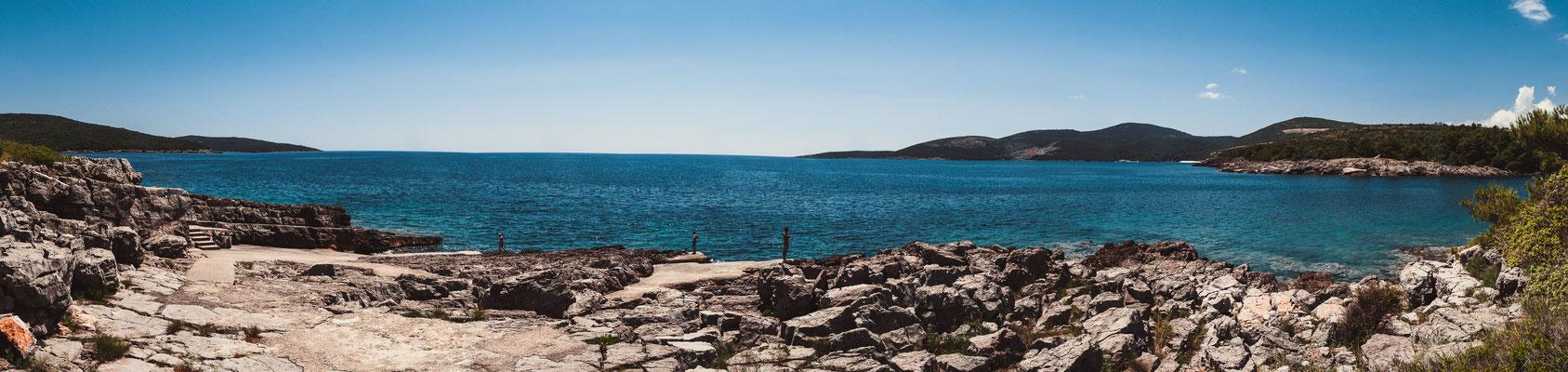 Panorama Blick auf den schönsten Strand Beach Pržno - Plavi Horizont von einer anderen Seite, die nur zu Fuß zu erreichen ist