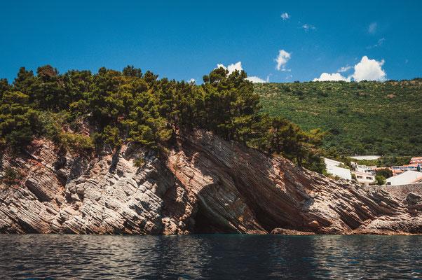Klippen bei der Kastio castle in Petrovac Montenegro