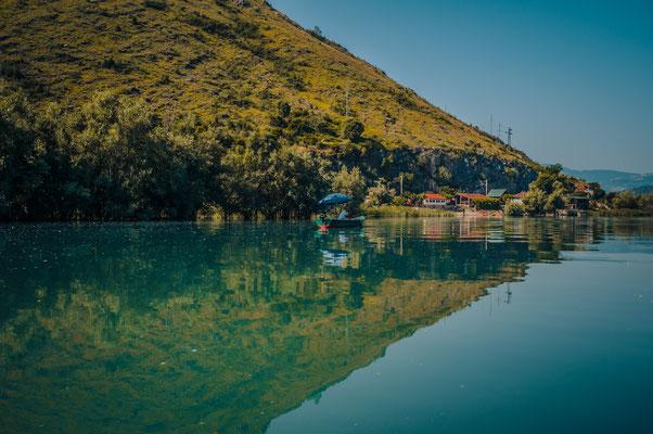 Der Fluss Moraca mündet in den Skadarsee, Naturschutzgebiet von Montenegro
