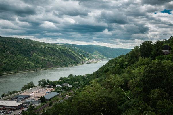 Schöne Aussicht auf den Fluss Rhein und Kaub