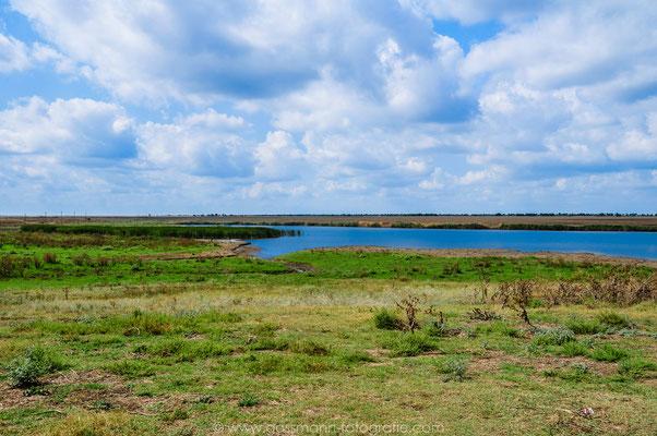 Der übergelaufene Fluss Gorjkaya Balka im Frühling