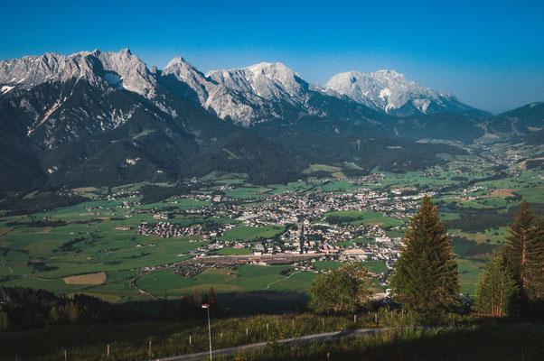 Blick auf Steinalm und Schloss Lichtenberg in Österreich