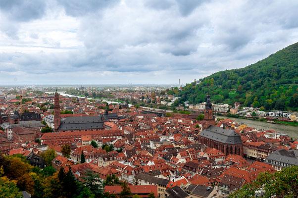Stadtpanorama über Heidelberg mit Blick auf die Heiliggeistkirche und die Altstadt