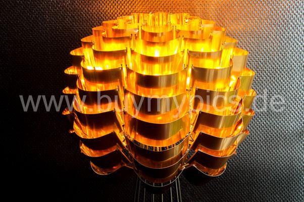 Handgemachte Exklusive Stehleuchte oder auch als Deckenleuchte herstellebar mit Metallschuppen in verschiedenen Leucht-Farben