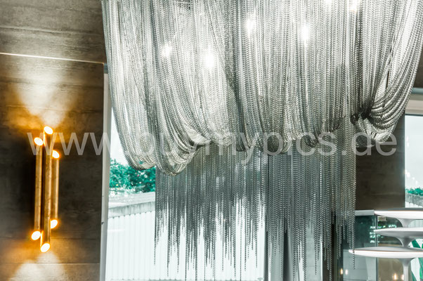 Besondere und Exklusive Deckenleuchten, freischwebend oder festmontierbar an der Decke und Wand