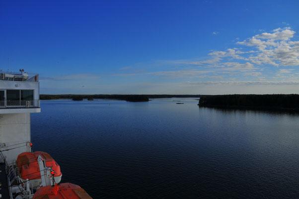 Unzählige kleine Inseln vor Finnland