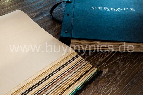 Dicke Kataloge von Versage für exklusive Tapeten und anderen stilischen Angeboten für Ihre Räume