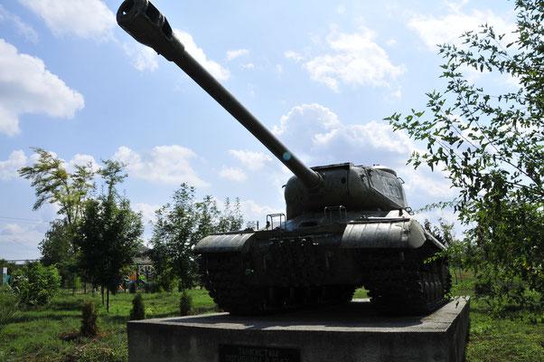 Der Panzer spielte in der Verteidigung des Dorfes während eines Angriffes auf Gorjkaya Balka von der deutschen Wehrmacht eine große Rolle