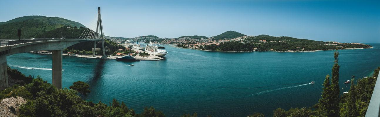 Panorama Blick auf Dubrovnik und die Brücke Most dr. Franja Tuđmana