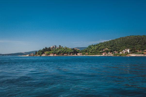 Schöne Aussicht auf die Bucht von Kotor