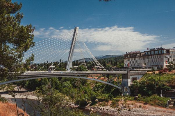 Moskovski Most oder Moskauer Brücke und die Millennium Brücke in Podgorica Montenegro